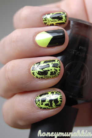 Gina Tricot Beauty - 74 Python green (on white underwear) IsaDora Graffiti Nails - 801 Black Tag W7 - Black
