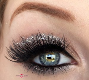 Getcha' cool on! http://theyeballqueen.blogspot.com/2016/10/cool-toned-glittering-smokey-eye-makeup.html