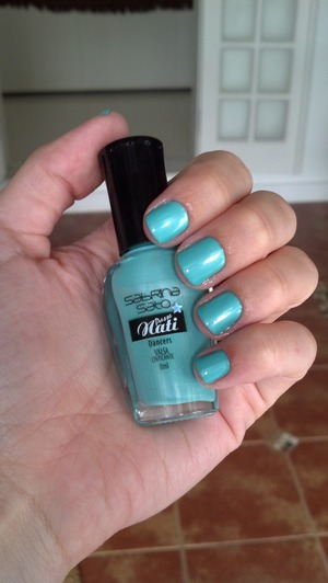 Beautiful color, but a little trickie to apply..