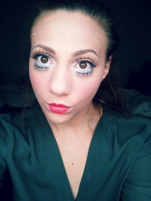 as the titel says,  a Quicky simpel last minut doll makeup look