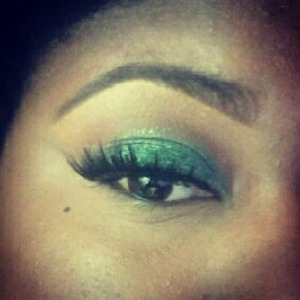 I used Mac smutty green all on my lower lid.