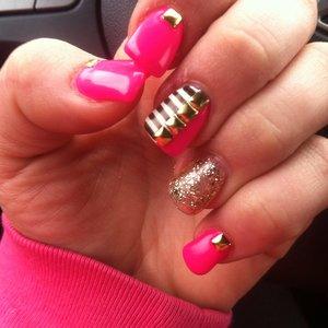 Pretty in pink nails 💅👌👍😘 #prettynails#pinknails#hotpinknails#3dnails#nailbling#stripenails#coolnails#nailart#creativenails#artpro#sparklenails#gelnails#fashionnails#summernails#onpoint#tagsforlikes#beautynails#ashleybrookebeauty#summerloving#inspire.  @ashley_brooke_beauty