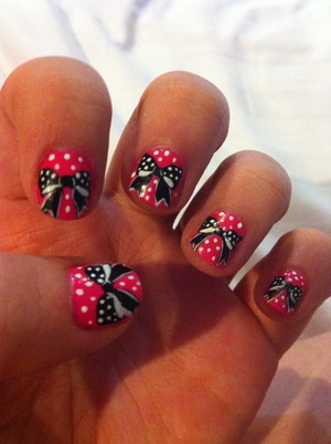 I just love bows everywhere. Especially on my nails! :)