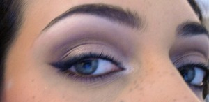 http://lizzielovesmakeup.blogspot.com/2012/03/everyday-makeup.html