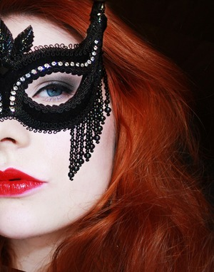 The inspiration for this look: Katherene's masquerade look from second season episode 7. Another source of inspiration is Tanya Burr's youtube videos where I found tips to this look as well.