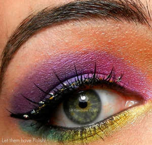 This look was done with the Naked Cosmetics Shock effect pigment set. Lashes are by Ardell from the Cirque Collection in Surreal.