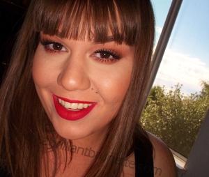 http://www.abrilliantbrunette.com/2012/08/terracotta-eyes-and-red-lips.html