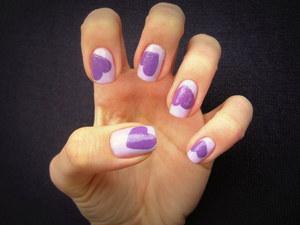 http://arvonka-nails.blogspot.com/2012/03/gabriella-salvete-heart-nail-art.html