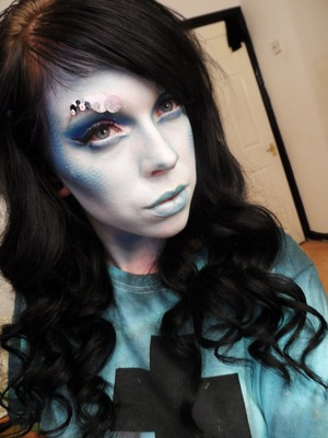 Got Bored and started playing around with make up :)