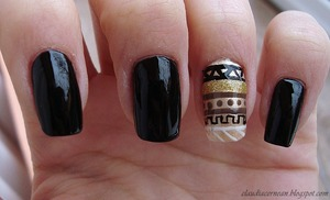 Tutorial on : http://claudiacernean.blogspot.ro/2012/12/unghii-tribale-tribal-nails.html
