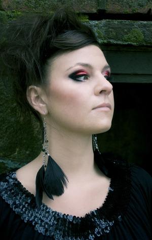 http://makeupinsider.blogspot.com/2011/11/karoline-nilsen-vs-makeup-insider.html