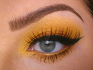 Vivid orange & yellow eyeshadow using Morphe Sunflower & Dazzling