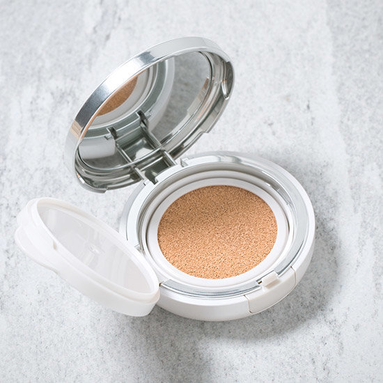 Alternate product image for Perfecting Cushion Brightening shown with the description.