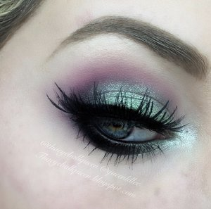 Felt a bit electric and a bit glittery so I put two and two together :)  This is a close up of my previous post~> http://theyeballqueen.blogspot.com/2015/11/electric-makeup.html