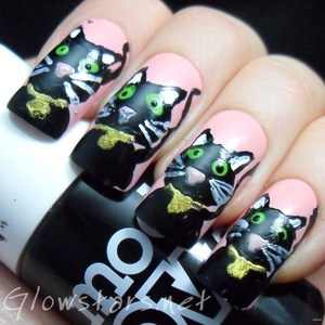 To find out more about this mani visit http://glowstars.net/lacquer-obsession/2012/10/black-cats