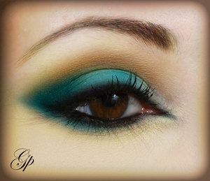 Intense teal and blue, amazing for dark brown/hazel eyes. Tutorial for this look here: http://fromvirtuetovicemakeup.blogspot.it/2014/05/tutorial-intense-teal-inglot-inspired.html