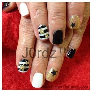 http://fingertipfancy.com/black-white-gold-nails-2/
