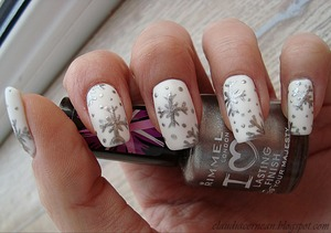 Tutorial on : http://claudiacernean.blogspot.ro/2012/12/unghii-de-iarna-winter-nails.html