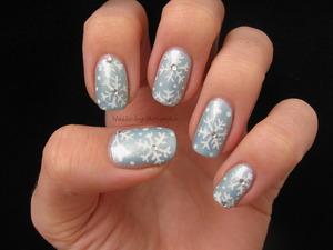 http://arvonka-nails.blogspot.sk/2012/12/sniezik-sa-nam-chumeli.html