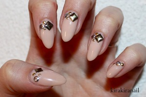 Tutorial+ Mini GIVEAWAY: http://youtu.be/TLzvrUUmD-Y  Products I used: Nr. M124 by f.flormar Nail glue Studs from Nail Supply (http://www.rakuten.ne.jp/gold/nailsupply/)  Base and top coat