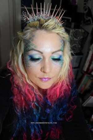 Halloween Mermaid Tutorial - http://www.madamebfatale.com/2011/10/24/mermaid-makeup-tutorial-halloween/