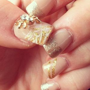 October fashion nails <3 @ashley_brooke_beauty #fallfashion#fallinlove#fallnails#octobernails#spidernails#blingnails#goldandbeigenails#nailart#nailglitter#nailbling#funnails#seasonnails