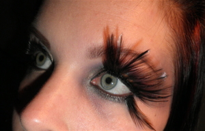 I thought I'd give the feather lashes a go. Very comfy to wear which was not expected at all! :p