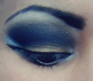 Using the pigment Delusion by Syn Cosmetics paired up with Goldmine by MAC
