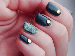 More info on the blog - http://thesortinghouse.co.uk/nails/12-days-christmas-manis-festive-forrest-fingers/