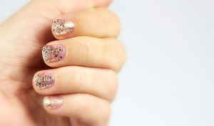 http://www.bec-et-ongles.com/blog/1582/she-walks-in-the-beauty-of-the-moonbeams/