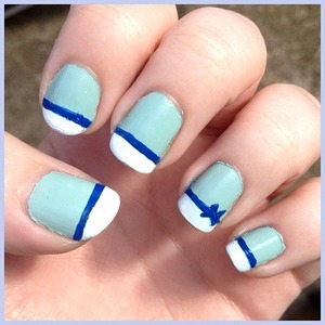 They're not perfect but I had a lot of fun creating this nail art :)