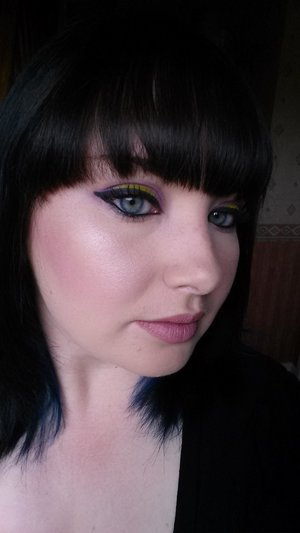 kate moss 101 on lips, urban decay electric palette for my eyes