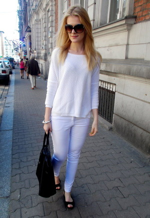 White pants, featuring zippered and buttoned design, lace detailing on waist, slim fit, soft-touch fabric. Mix it with any vest or shirt and fashion sandals when going to work or school.