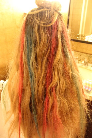 Pastel hair in process. Steps: 1. Wet strand of hair. 2. Scrub non-oil pastel against hair. 3. Blow dry.