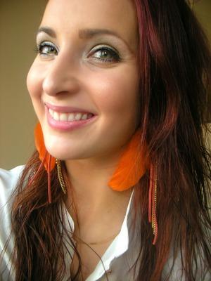 http://makeupfrwomen.blogspot.com/2012/03/lauzz-jewelry-xoxo_25.html