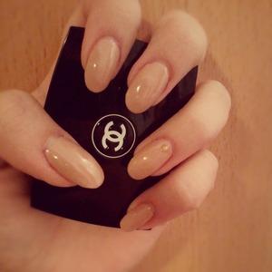 nude rihanna nails