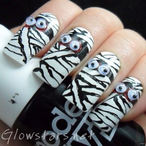 To find out more about this mani please visit http://glowstars.net/lacquer-obsession/2012/10/mummies