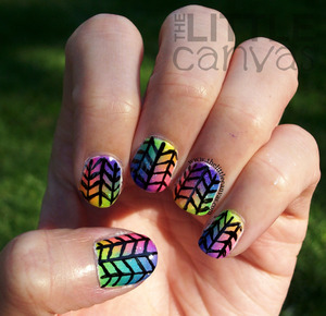 http://www.thelittlecanvas.com/2013/08/funky-gradient-nails.html