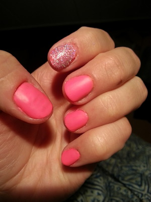 just cute matte pink nails with one glittery nail :)