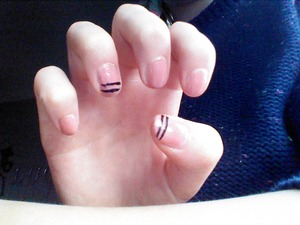 For this look I used Essie eternal optimist and a black striper.  Hope you like it. Tell me if you want a tutorial. Xx