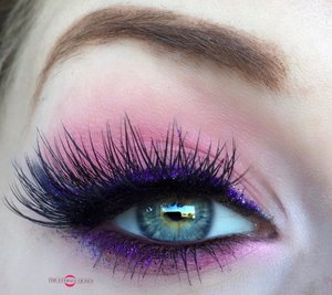 Vibrancy and poshness at its finest. http://theyeballqueen.blogspot.com/2016/10/feminine-pink-royal-purple-glitter.html