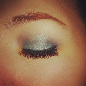 Beautiful, Silver & Blue light Smokey effect With a simple winged liner and simple Lashes