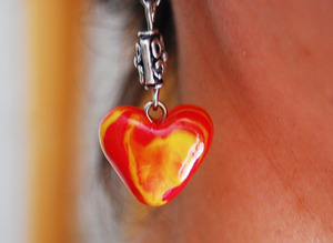 Hearts of fire clay earrings   Tutorial: http://www.youtube.com/watch?v=_OtQzL6J9-I