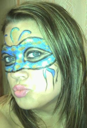 masquerade halloween mask look