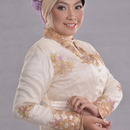 Natural Make Up In Kebaya Dress