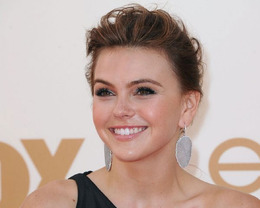 Aimee Teegarden Makeup, Emmy Awards 2011