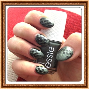 First try on this magnetic nail polish, kind of disappointed, the other hand is horrible!!