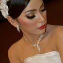 Red lips bride