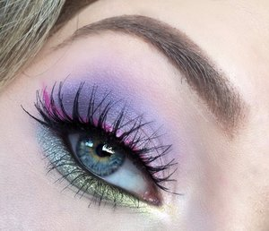 Just a close up view :)! Really exemplifies the hidden pink wing well and shows the shimmery pastel hues well. Be sure to check out my blog post for a detailed view w/ a pictorial. http://theyeballqueen.blogspot.com/2016/03/pastel-lilac-smokey-eye-with-vibrant.html