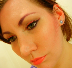Playing around with colored brows and patterned contour